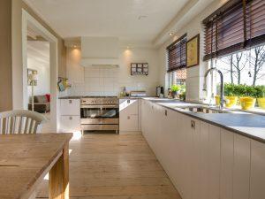 Let op de afwerking van de keukenkasten